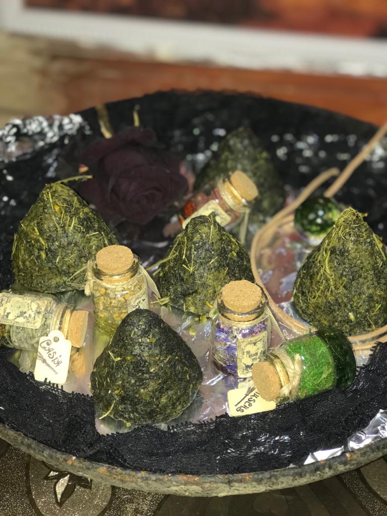 Ведьмина свеча с обращением к Велесу и Сварогу  WrV0MFICU0Q