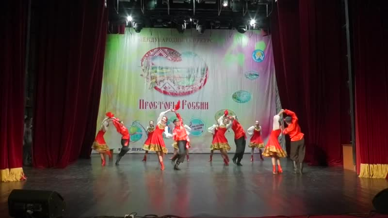 Танцевальный коллектив Версаль стилизованный народный танец Я на печке молотила