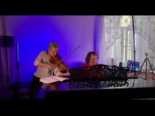 Светлана Сурганова в дуэте с артистом оркестра БДТ Владимиром Розановым