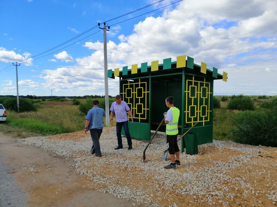 Новый остановочный павильон в деревне Ильино Боровского района.