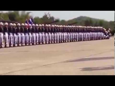 Hallucinante parade militaire façon domino