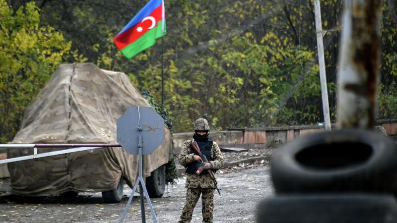 Прямо в воинской части Армянские солдаты попали после мира оккупанты теряют все Во время вывоза