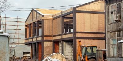 На месте снесенного старинного дома на Фермском строят новый