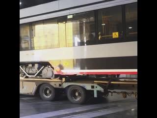 Трамвай УКВЗ 71-633 прибыл в Санкт-Петербург для участия в выставке. Июнь 2019 г.