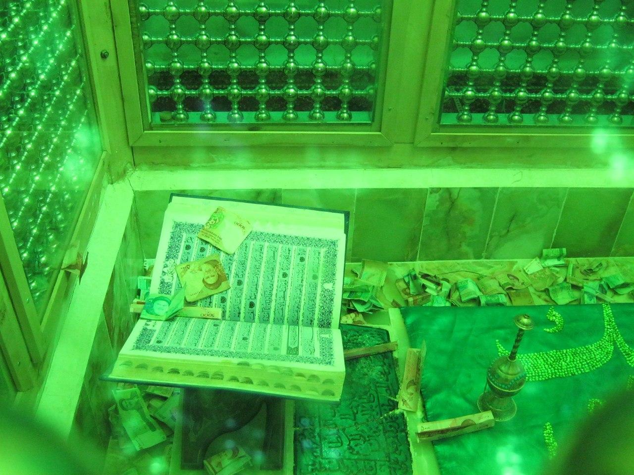 гробницы в иранских имамзаде