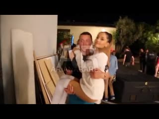 Ариана Гранде на съёмках клипа «Problem»