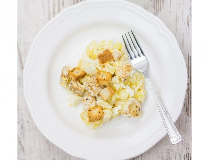Картофельный салат с яйцами и сухариками, изображение №4