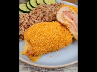 Рецепт куриных рулетиков с начинкой, очень вкусно, рулетики внутри нежные, у меня с ветчиной и сыром