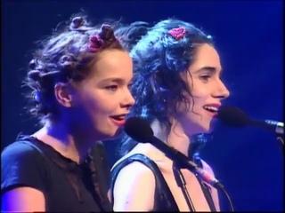 Björk : w/PJ Harvey - I Can't Get No Satisfaction 1994 BRIT Awards