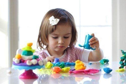 ЛЕПИМ ИЗ ПЛАСТИЛИНА С МАЛЫШАМИ. ШПАРГАЛКА ДЛЯ ЗАНЯТИЙ ПРИЕМЫ ЛЕПКИКусочки - отщипывать кусочек пластилинаЛепешки - из шариков, которые катает мама, делать пальцем маленькие лепешки.Мазки - из