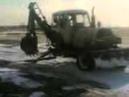 Русская находчивость. Трактор едет без колес.