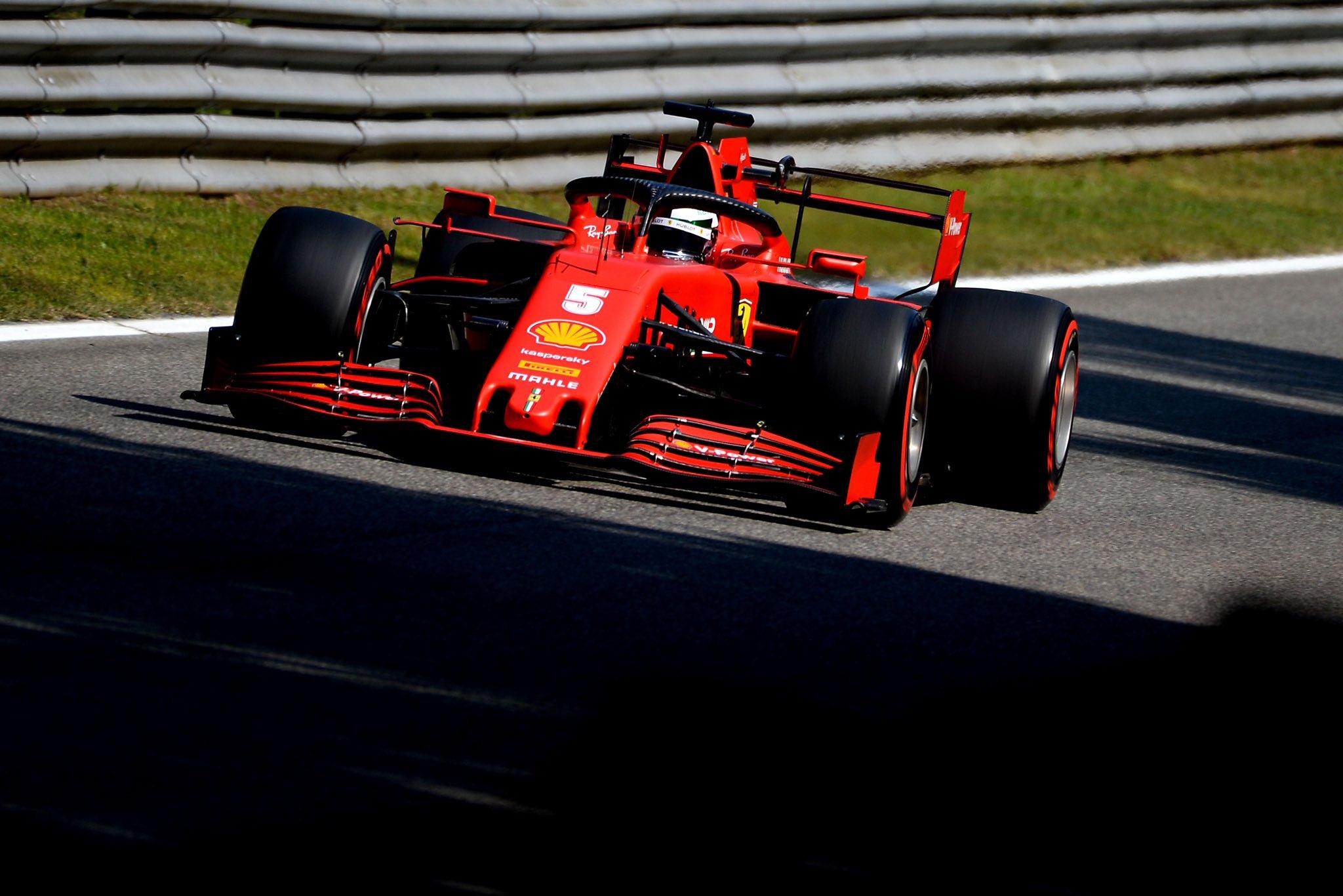 Себастьян Феттель за рулём болида Ferrari в сезоне-2020
