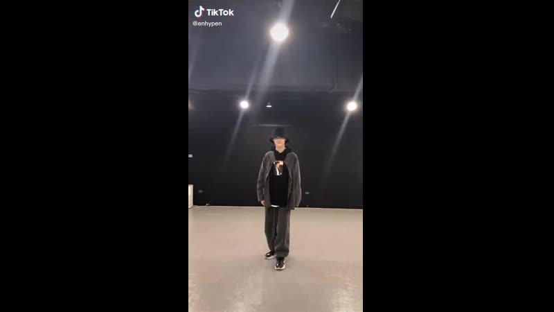 [TIKTOK] Niki dancing DYNAMITE BTS!