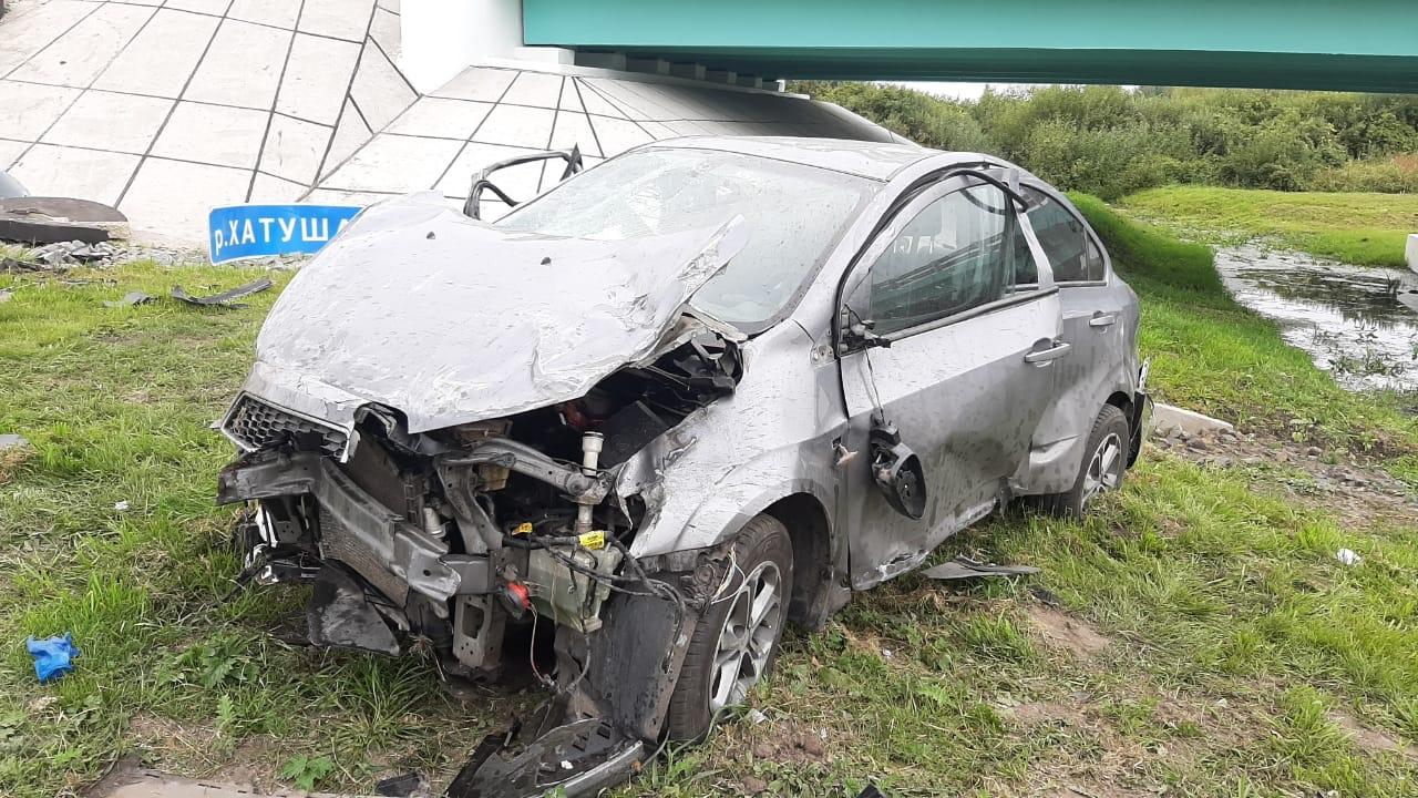 Под Курском Chevrolet врезался в отбойник и опрокинулся в кювет. Двое погибших