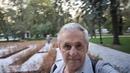 011.VID.Andrej Bukreev. Стройные высоченные деревья солидного возраста, с листвой ярко окрашенной осенью, на прямых аллеях. Повсюду цветники и клум...