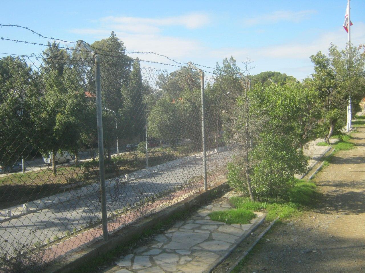 граница между северным и южным Кипрами прозрачна