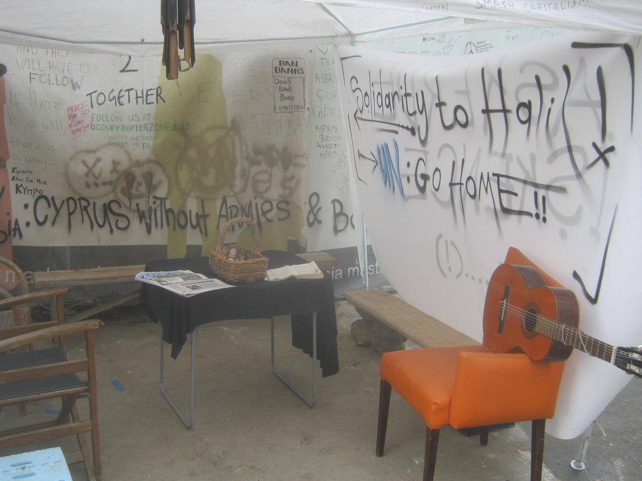 протестанты в буферной зоне Кипра