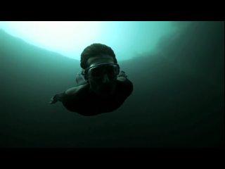 [►] Фридайвинг Free Fall Guillaume Nery ныряет в Синюю Дыру Декана (Багамы) - самое глубокое отверстие на дне моря в мире