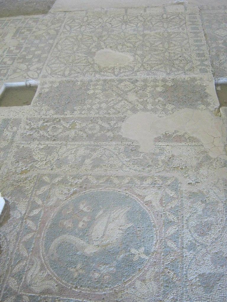 Мозаичные полы в церкви в Соли