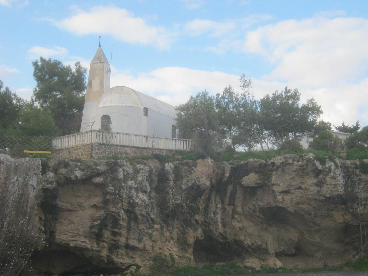 Необычного стиля мечеть на северном Кипре