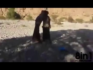 Стреляет в сигарету во рту из АК-74 / He shoots Ak-47 on a cigarette in the mouth, Yemen / Автомат Калашникова