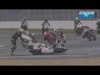 Необычная авария двух мотоциклов на гоночной трассе