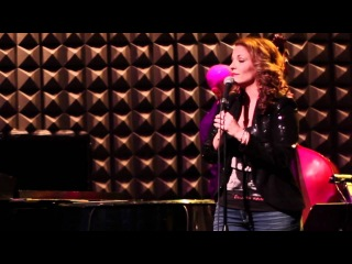 Anne Steele covers Maroon 5's song The Air That I Breathe