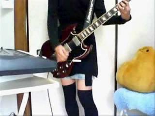 Девушка играет на гитаре. #авто #гаишник #животные #приколы #жириновский #квн #кошки #лучшие #прикол #2014 #коты #девушки #путин #ржач #самые #смешные #украина #Фейлы #футбол #fail #россия #100500