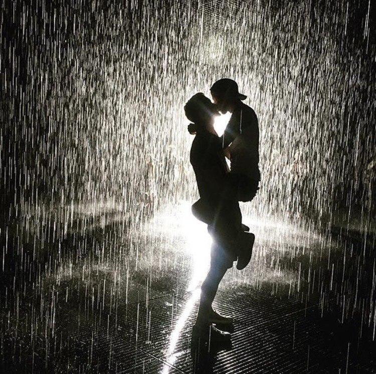 фото в качестве парочек под дождем людей столько мечтаний