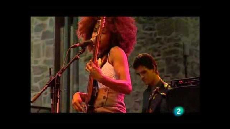 Esperanza Spalding - I Know You Know / Smile Like That (Live in San Sebastian july 23, 2009 - 3/9)