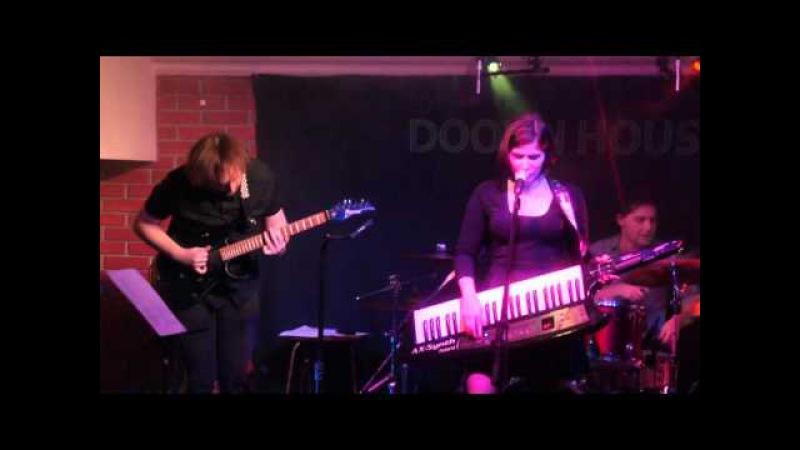 Naomi Z-The hunger satiated (orangebal)(live 17/10/2015)