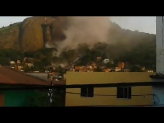 Pedra gigante rola em vila velha Espirito Santo Giant stone rolls breaking many homes in Brazil