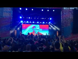 Выступление Sadman, Крип-А-Крип, Кажэ Обойма с гостевыми куплетами на трек Ивана Дорна