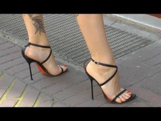 Puplic MILF tattooed Sexy feet and legs in high heels