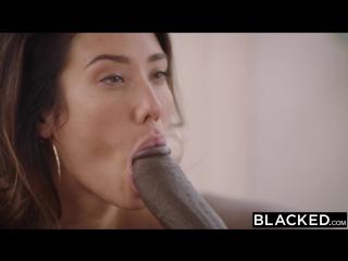 Красотка занимается сексом с чёрным любовником с огромным длинным членом