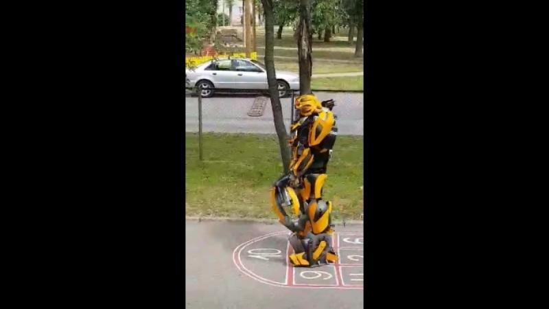 Robot zval v cqrk detej!)