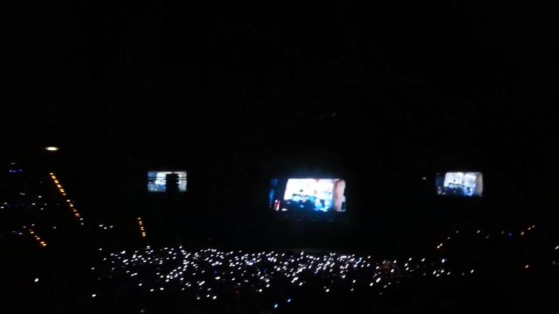 VK 11 08 2017 MONSTA X Fancam Fanchants Queque waiting for Monsta X @ 'THE 1ST WORLD TOUR' Beautiful in Berlin
