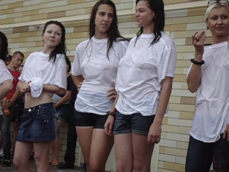 Конкурс мокрых футболок