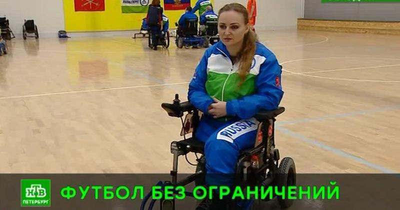 Обратившаяся к Путину Ирина Баракат осваивает электроколяску и ждет бионических протезов