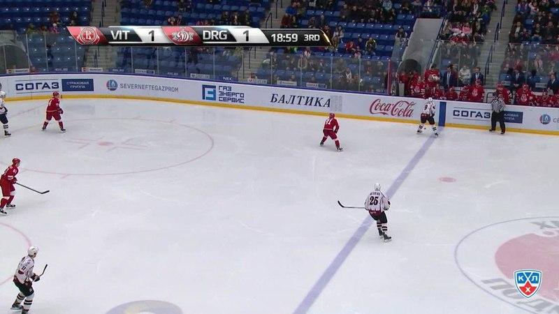 Моменты из матчей КХЛ сезона 14/15 • Гол. 1:2. Джериньш Андрис (Динамо Р) забрасывает шайбу в ворота соперника 08.01
