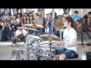 Девушка очень круто играет на ударных Moves Like Jagger