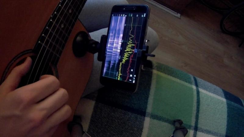 Прицепила телефон со спектрографом к гитаре