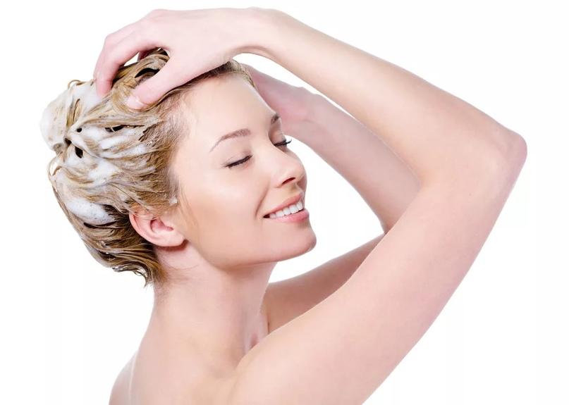 Кокосовое масло обеспечивает питание волосам от корней до кончиков