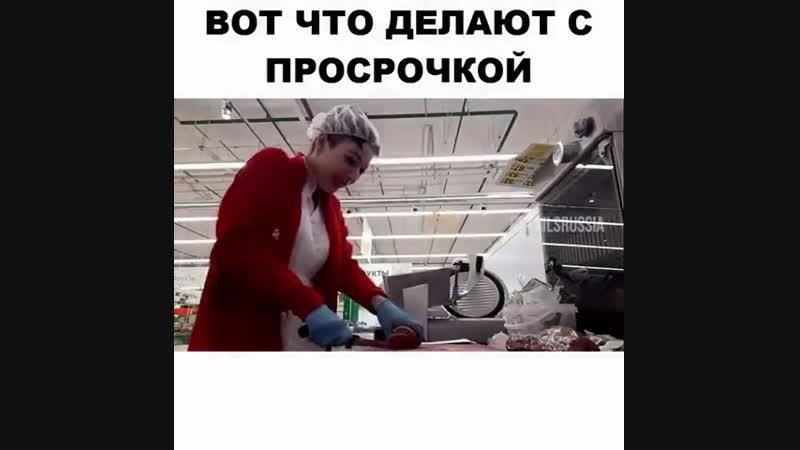 Как сотрудники Ашана из говна конфетку делают А если не сделают их уволят Закон курятника кто выше тот и срет на нижнего