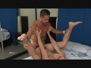Muscle daddy fucks muscle boy