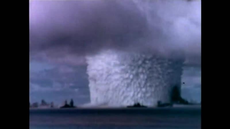 1946г. Ядерные испытания у атолла Бикини, давшего название брендовому купальнику.