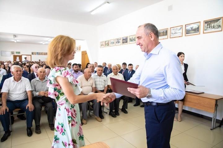 В КЧР девять молодых специалистов получили сертификаты на улучшение жилищных условий