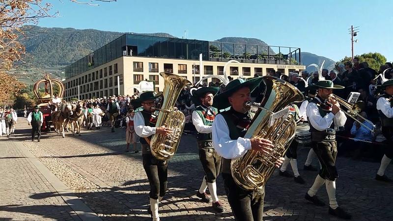 праздник сбора урожая в Мерано