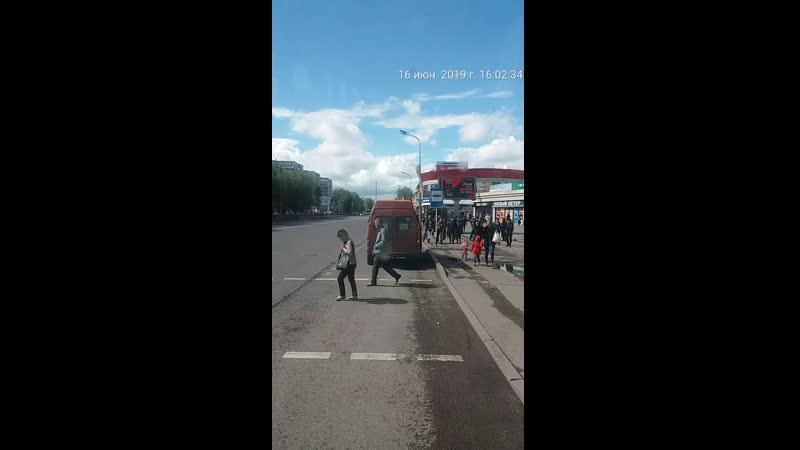 8 водителя оранжевого микроавтобуса ГРНЗ 827 PYA 09 который 16 06 2019 г 16 ч 02 м на остановке 45 квартал нелегально в