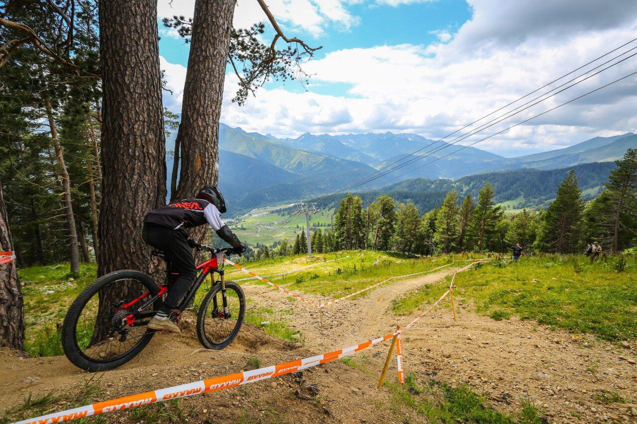 В Карачаево-Черкесии прошли последние в этом сезоне соревнования по горному велосипеду